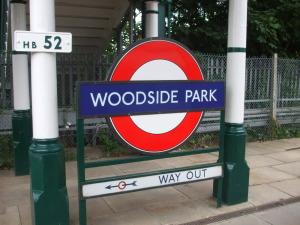 Woodside_Park_stn_roundel